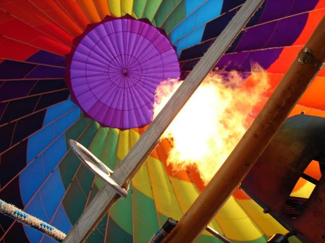 slide /fotky61624/slider/balloon-fire_opr.jpg